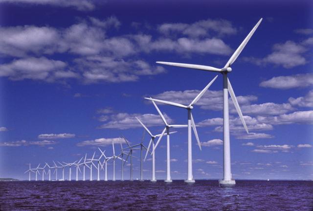 Polska energetyka - największe zmiany i inwestycje w 2020 roku - wiatraki na wodzie
