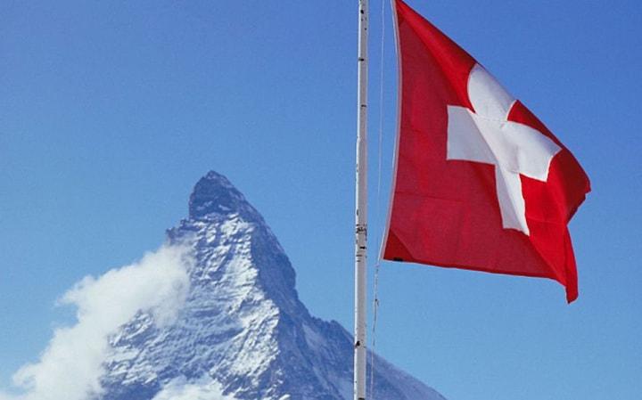 Odfrankowienie i co dalej? LIBOR czy WIBOR? - flaga szwajcarii i góra