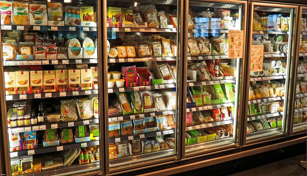 Żywność pod ochroną - to wiodący trend w 2021 roku - sklepowe lodówki z żywnością