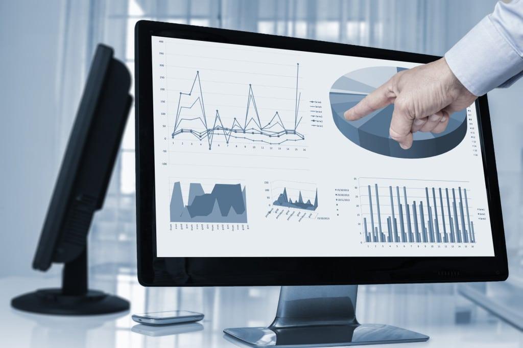 Kolejny lockdown osłabi wzrost PKB w tym roku - wykresy i statystyki na ekranie monitora.