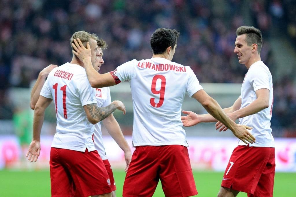 Euro 2020 - portofel multi-valutar pentru fani - fotbaliști pe teren.