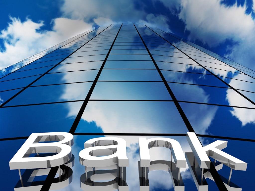 Jedno zdanie prezesa NBP warte miliardy - budynek banku  w kolorze niebieskim