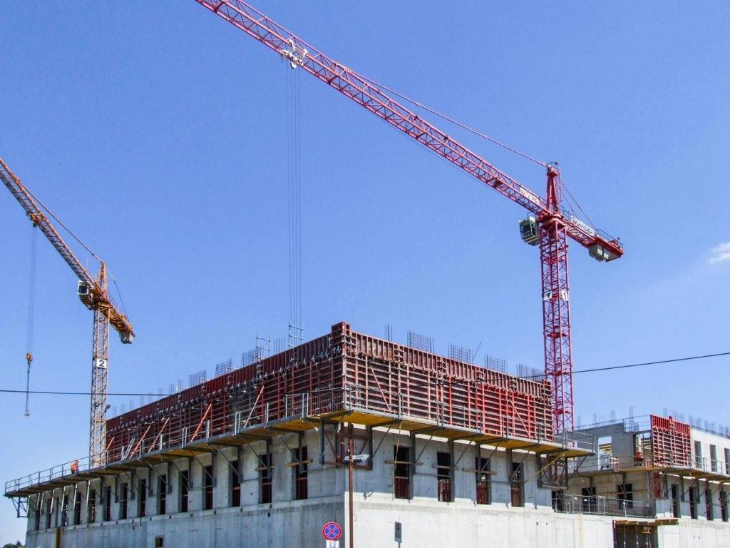 Nieruchomości dają zarobić na przekór inflacji - budowa