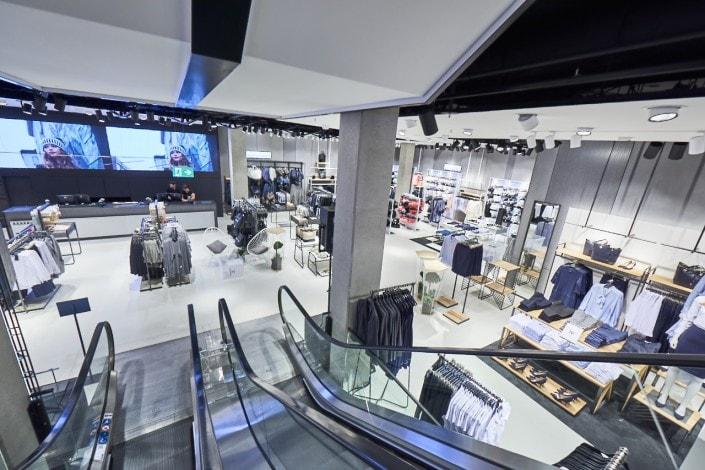 Nowe zasady funkcjonowania gospodarki od 1 do 14 lutego- schody ruchome w galerii handlowej.