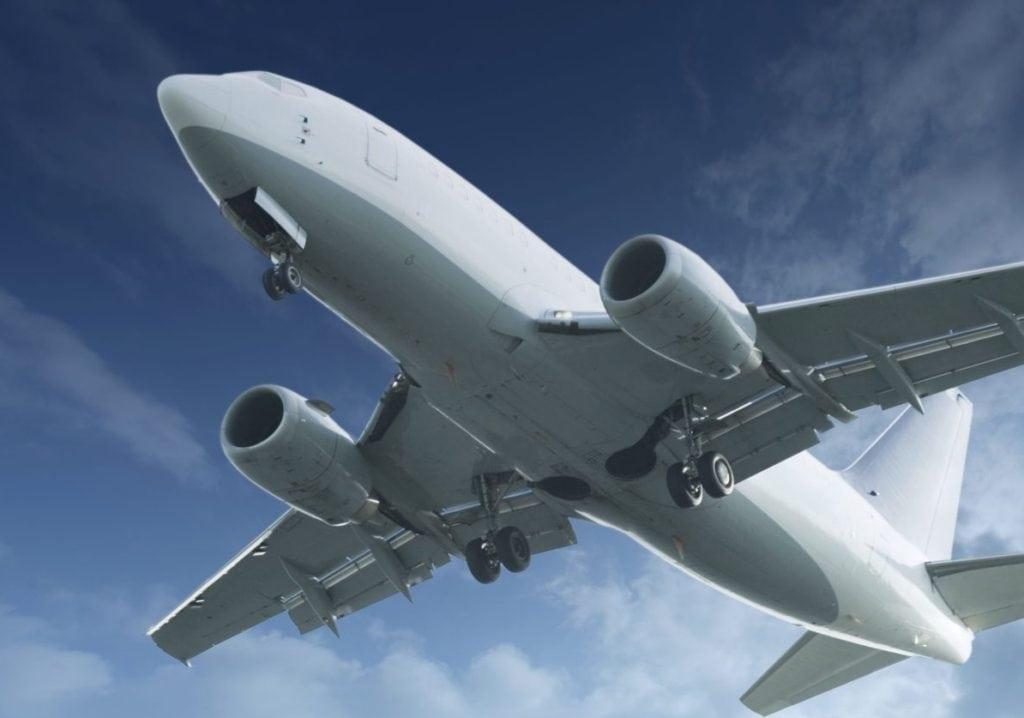 Prawa pasażerów lini lotniczych a koronawirus - zdjęcie samolotu