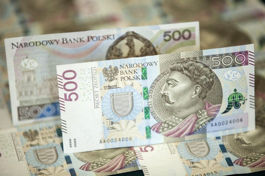 Maseczki ochronne - czyli zarobić na koronawirusie - banknoty 500 zł