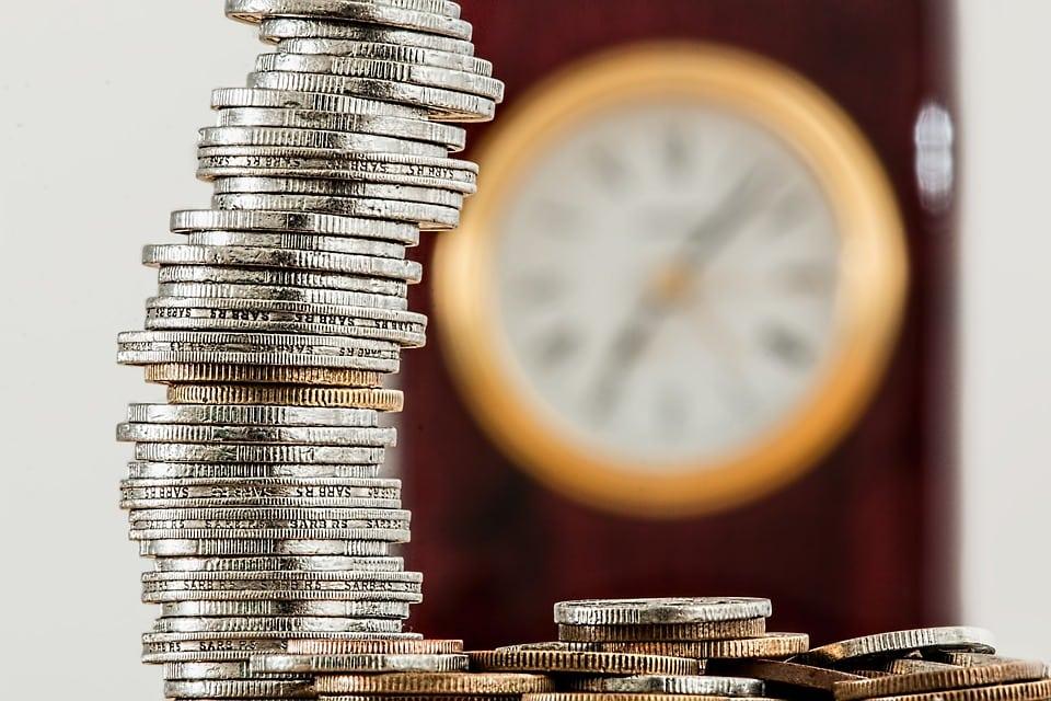 Inflacja na rekordowym poziomie. Najwyższym od 2011 - monety i zegar