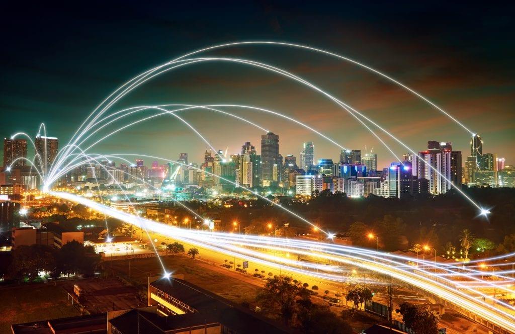 Otwarte dane – korzystaj, by mieć przewagę - miasto nocą