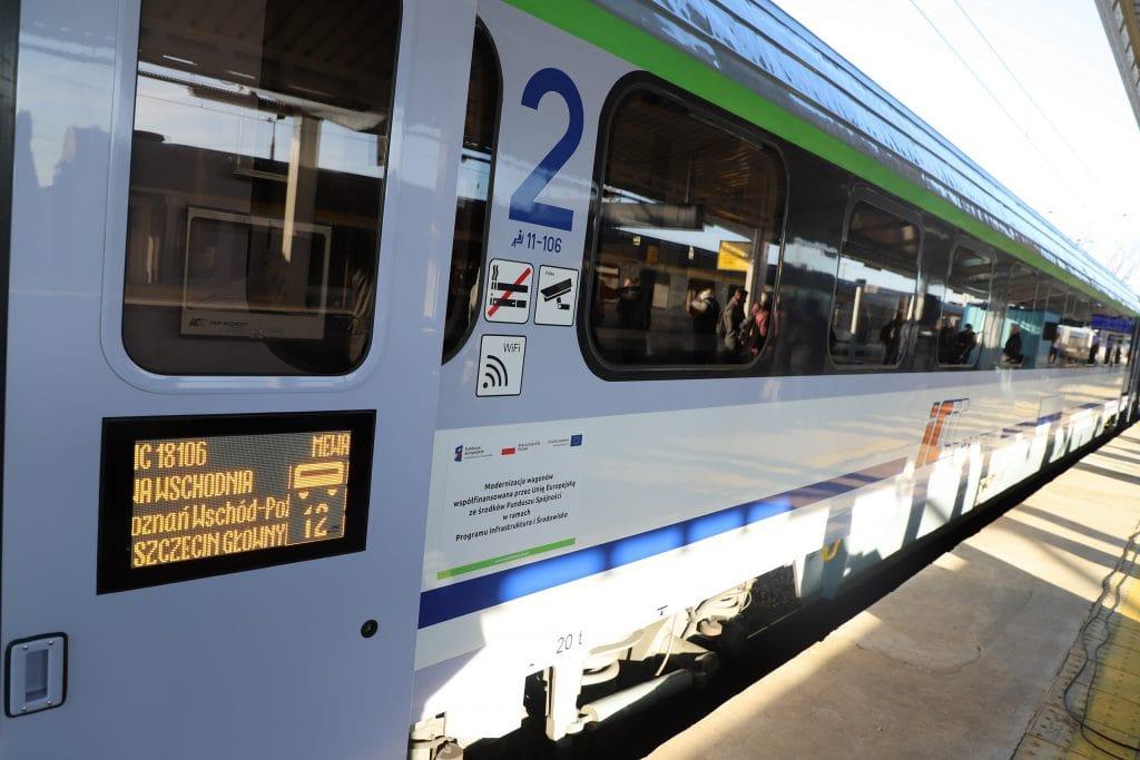 e-IC PKP Intercity bije rekordy - pociąg na peronie