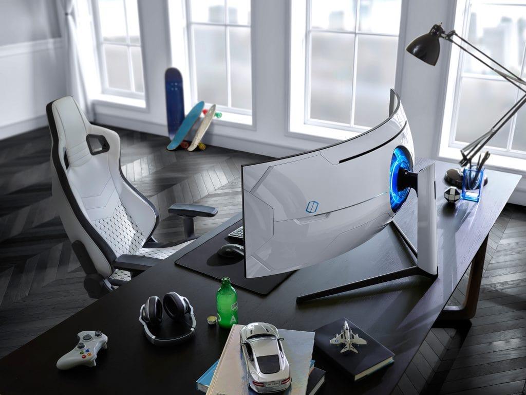 Moniitor Odyssey na biurku