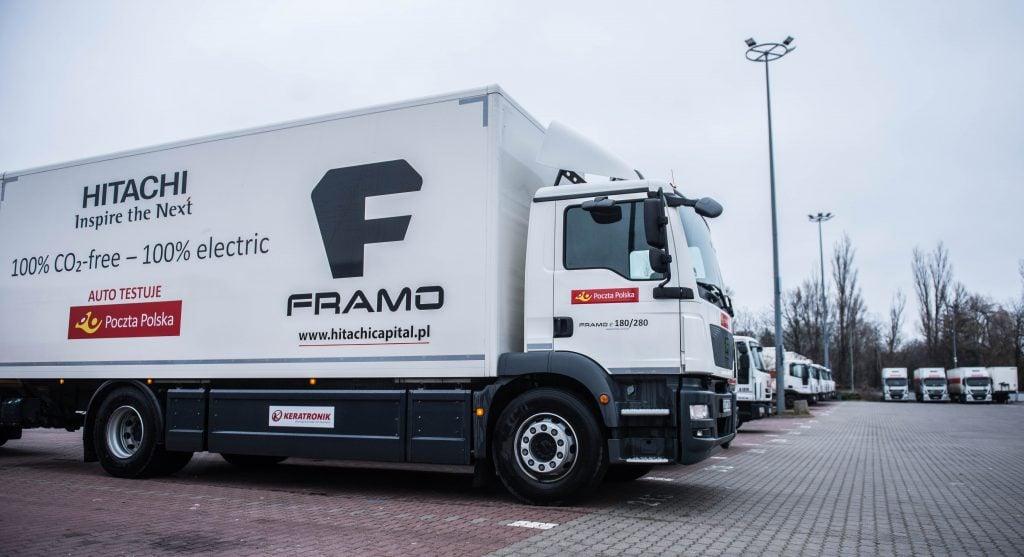 elektryczna ciężarówka na polskich drogach - na parkingu