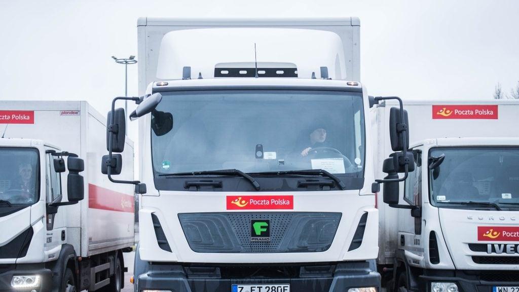 elektryczna ciężarówka na polskich drogach od frontu
