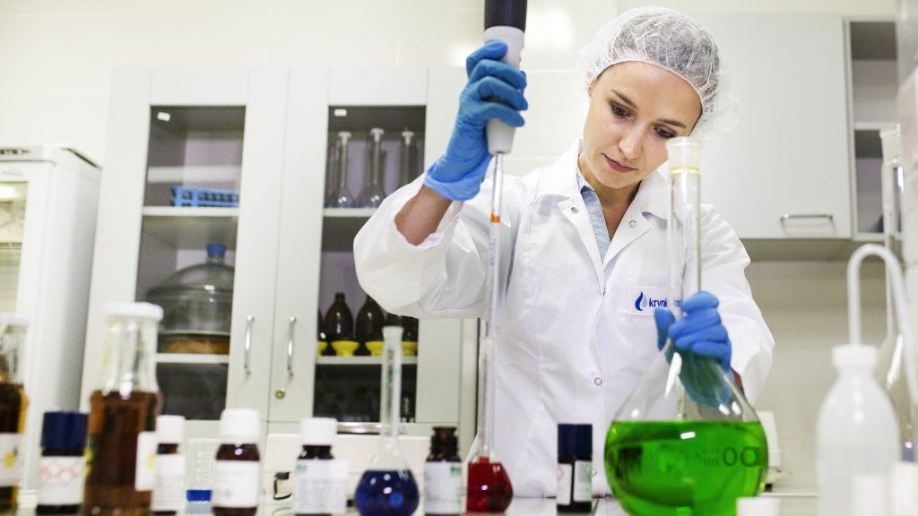 Krynica Vitmin S.A. wyznacza ekologiczne trendy - laboratorium