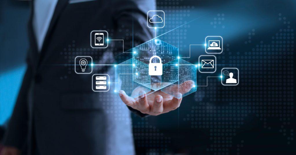 Sektor ubezpieczeniowy podwaja wydatki na cyberbezpieczeństwo - ikony mobilne na niebieskim , w tle mężczyzna w garniturze.