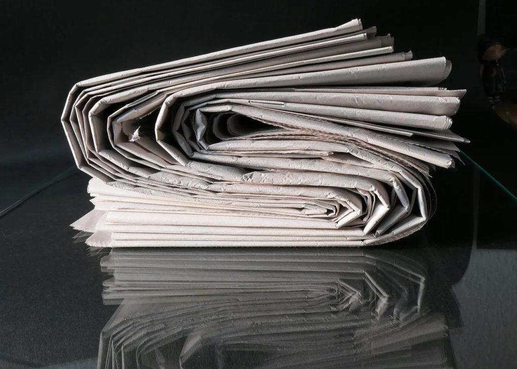 Podatek od reklam - Rada Przedsiębiorczości szacuje wielomiliardowe straty- gazety złożone na pół