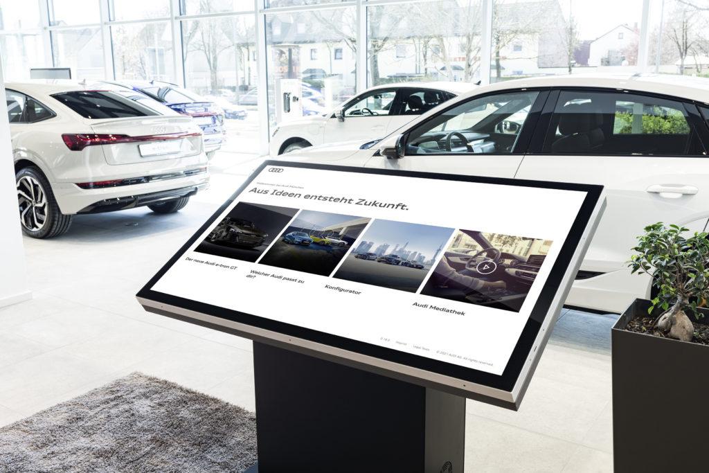 Audi otwiera w Monachium cyfrowy salon sprzedażowy  - samochody w salonie samochodowym Audi