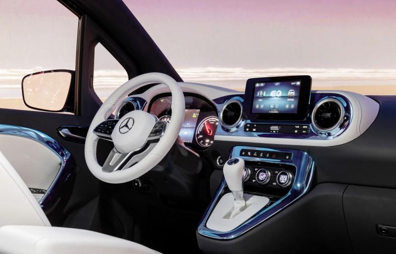 Nowy van od Mercedesa dla rodzin oraz miłośników sportu i rekreacji - wnętrze auta Mercedes