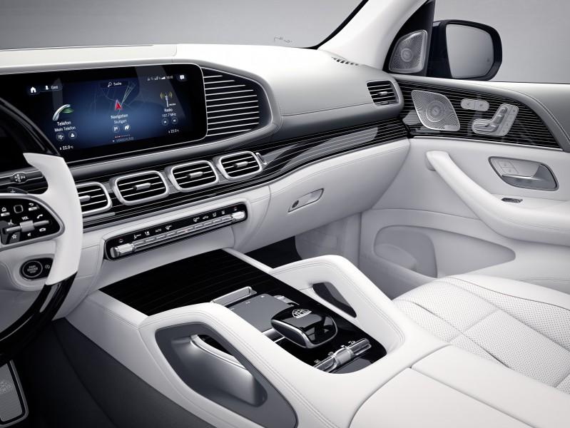 Sto lat produkcji samochodów Maybach- wnętrze luksusowego auta.